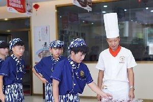 重庆新东方烹饪学院夏日送清凉