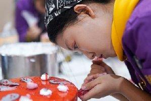 重庆新东方经典西点二班万圣节制作创意蛋糕