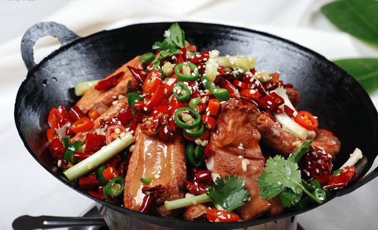 今天尹家新东方烹饪做法为大家带来干锅课堂的排骨!重庆沟帮子熏鸡爪图片